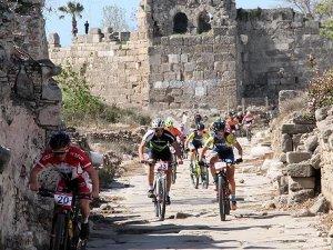 Tarihi Side Antik Kenti'nde dağ bisikleti yarışı yapıldı