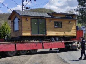 Kamyon kamyon ev taşıdılar