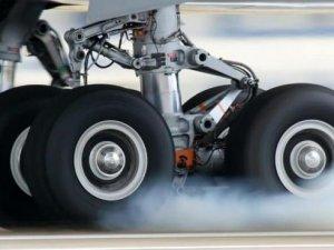 Uçağın iniş takımına gizlenen adamın korkunç sonu!