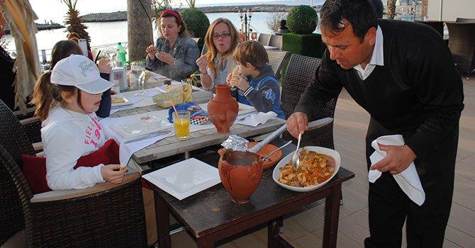 İzmir'e 5 dakikada 5 bin turist