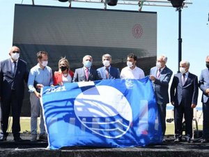 5 bin şezlong kapasiteli Ulualan Ücretsiz Halk Plajı törenle açıldı.
