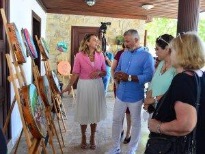 Kosovalı 17 kadın Side'de resim sergisi açtı