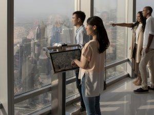 Emirates yolcuları Burj Khalifa terasında misafir ediyor
