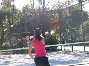 Antalya'da tenis kortları halka açıldı