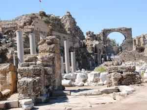Prof Dr. Alanyalı: Yeni bulgularla Side'nin tarihi 900 yıl geriye gidiyor