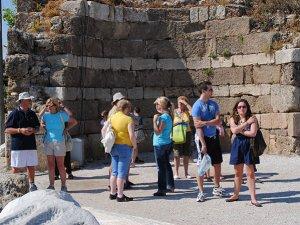 Antalya'ya gelen Rus turist sayısının 6 milyonu geçecektir