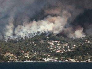 Marmaris'teki yangın Hisarönü Körfezi'ni tehdit ediyor