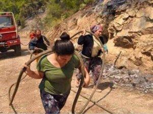 Türkiye itfaiyenin hortumunu taşıyan kadınları konuşuyor