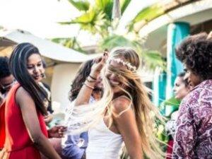 Ibiza'da polis yasa dışı olanları bildirecek 'parti ajanı' turistler arıyor