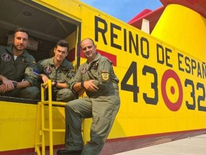 İspanya Büyükelçiliği: İki uçağımız 260 ton su attı