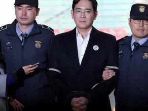 Rüşvetten 2.5 yıl ceza alan Samsung'un patronu tahliye oldu!