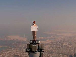 Emirates'den dünyanın zirvesi Burj Khalifa'da reklam filmi