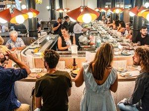 'Dünyanın ilk' peynir taşıma bantlı restoranı Londra'da açıldı