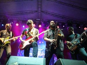 Festival tadında İlyas Yalçıntaş'tan Zafer Bayramı konseri