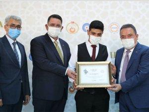 Ahilik Haftası Etkinliği :Antalya'da yılın kalfası Ali Korkmaz oldu