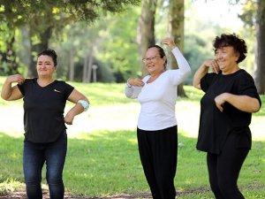 Aktif yaşlılar Antalya'da güne sporla başlıyor