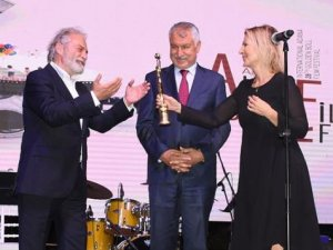 Altın Koza Film Festivali'nde onur ödülleri verildi