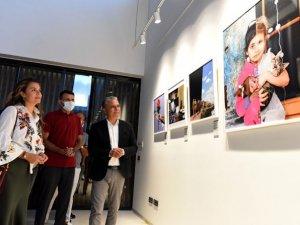 Muratpaşa'da Paralel Evrenler fotoğraf sergisi açıldı