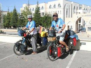 Bisiklet ile Asya turuna çıkan Alman sağlıkçı çift Konya'da mola verdi