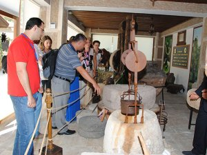 Turistler Yörük Müzesi'ni, gezerek Yörük yaşamını öğreniyor