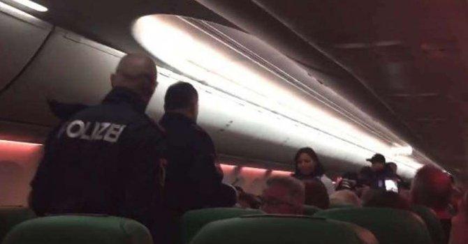 Uçakta gaz çıkarma kavgası