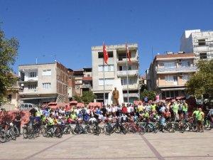 350 bisikletçi, 800 yıllık anıt çınarın altında Germencik'te buluştu