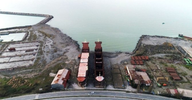 Tersanede 2 gemi, icradan satışa çıkarıldı