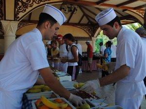 Otelciler: Çalışanların hakları korunmazsa turizmde eleman bulunamaz