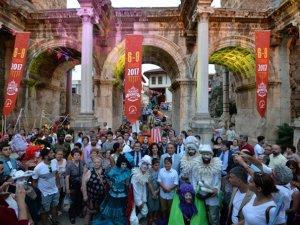Türkiye standında sanatçılar