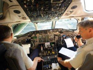 Plotlar ve uçuş personelinin yolcularla maske savaşı