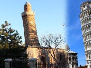 Caminin eğri minaresi restore ediliyor