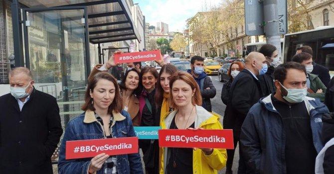Havadan uçak motoru düştü