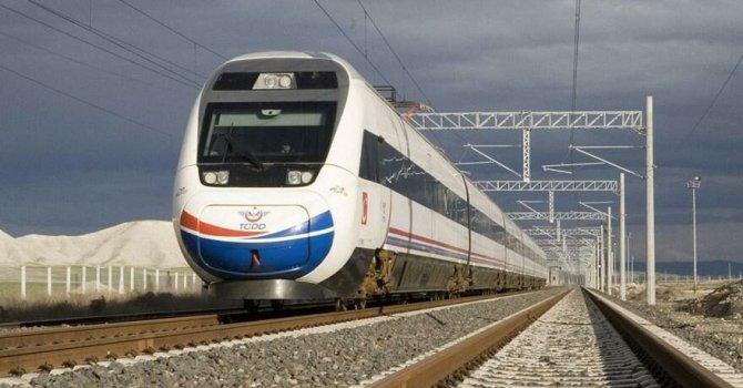 Eğri minare ziyaretçi bekliyor