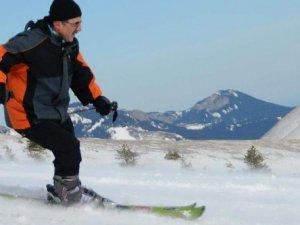 Her evin kapısında bir kayak olacak