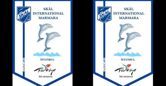 Tanker taklidi tekneler nehirde