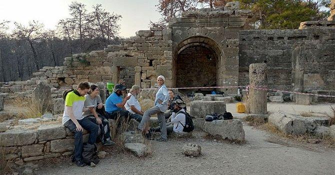 Eyfel'in önündek Türk gecesi