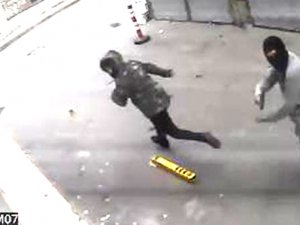 Fatih'te bir otele iki kişi silahlı baskın yaptı
