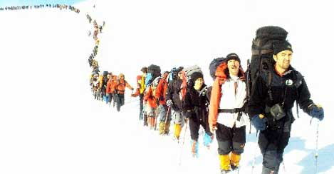 167 dağcıdan tırmanma töreni