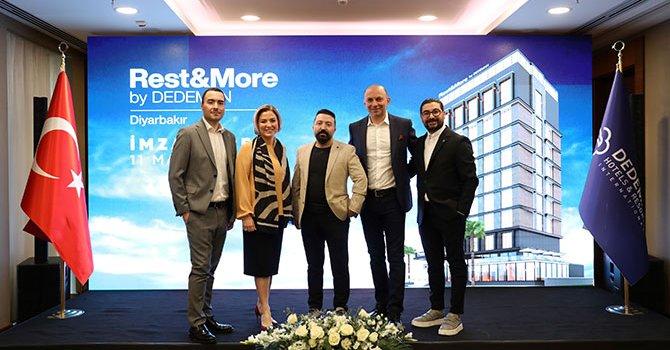 Noel Baba, 10 çifti evlendirdi