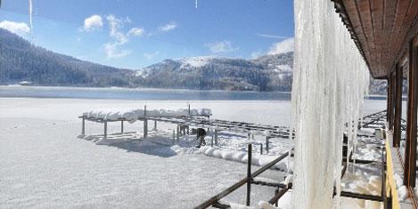 Eksi 10'da Abant Gölü buz tuttu
