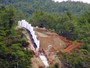 Okluk Koyu'nda yazlık saray inşaatı sürüyor