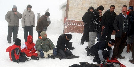 Uludağ'da kar üstünde namaz
