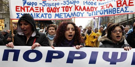 Yunanistan'da grev, yaşamı bitirdi