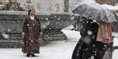 Roma, 25 yıl sonra kar gördü