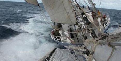 SV Concordia fırtınada alabora