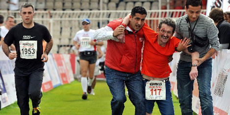 Maratonu, kollarıda bitirdi