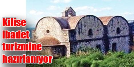 Tarihi Kilisede ibadet turizmi