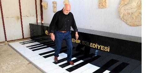 Sokak piyanosunu adımlamak