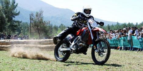 Motorsikletçiler Tahtalı Dağı'nda