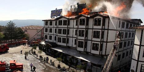 Otelin çatı katında yangın paniği